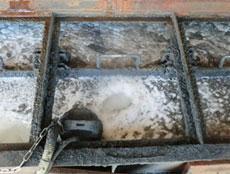 臭気対策、薬剤使用量の低減、ブース設備への粕付着抑制