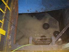 臭気対策、ブース設備への粕付着抑制